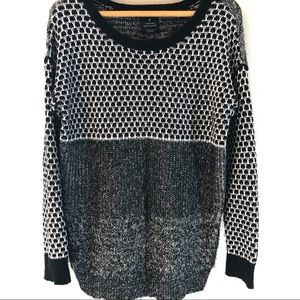 AE vintage boyfriend sweater with abstract design